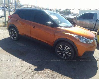 Salvage Orange 2018 Nissan Kicks