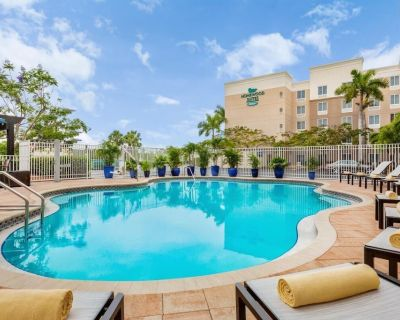 Family Vacay! Spacious Unit w/Kitchen, Pool - Lee County