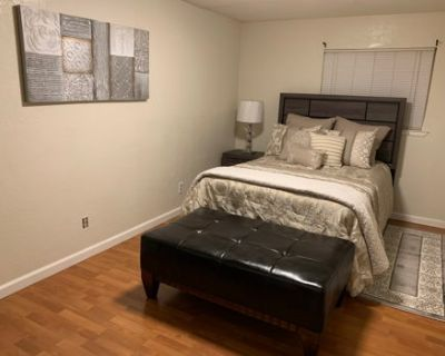 Private 1 bdr Unit w/washer and dryer