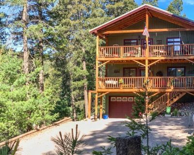 Mystic Forest Lodge w/ Superb Vistas & Media Room! - Cloudcroft