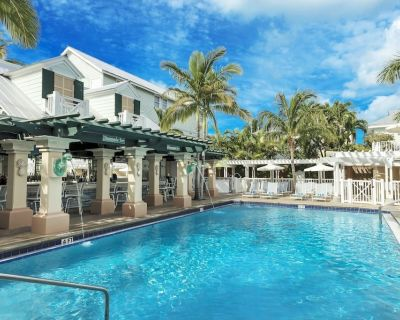 4 Modern Units! Laidback oceanfront bar and recreation area! 3 Heated Pools! - Uptown - Upper Duval