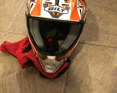 BiLT Adult Small Like New Motorcycle Helmet w/ Bag - there are two small spots where there are scratches see pic 6 & 7