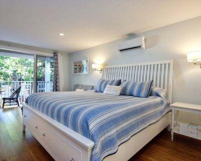 MoJoe's Villa 9 - Steps from the Beach! - Fort Myers Beach