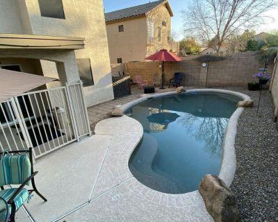 GILBERT BLUE OASIS 5 bdrm/2.5 bath AC & private fenced pool sleeps 13 - Gilbert Ranch