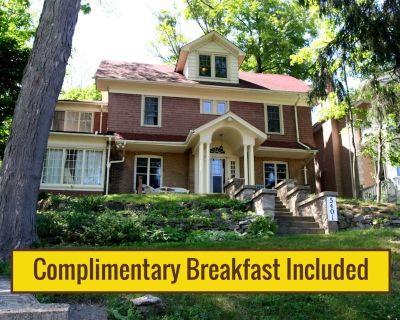 Fabulous Niagara Gorgeview Vacation Rental with Complimentary Breakfast - Niagara Falls