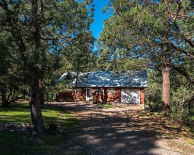 2 BED/2 BATH CABIN, LEVEL ENTRY, OPEN LIVING, KITCHEN, DINING - Hollywood