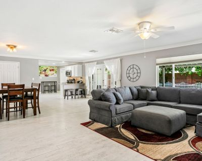 Air-Conditioned Home w/ Great Patio, Ping-Pong, WiFi - Right Near Old Town! - Scottsdale Estates Nine