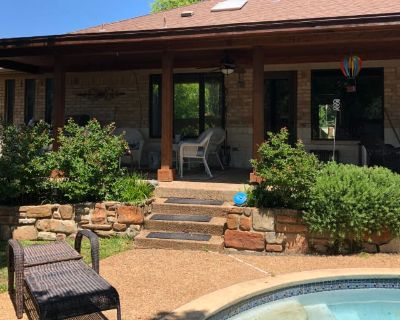 Private room with shared bathroom - Hurst , TX 76054