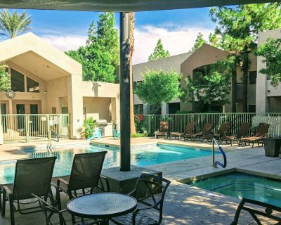 Gilbert Vacation Condo! Heated Pool, Hot Tub And Walking Distance To Downtown! - Gilbert