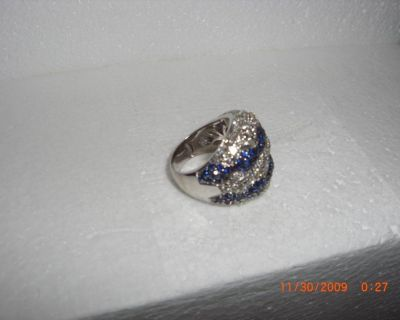 LADY'S HAND FINISHED DOME STYLE RING