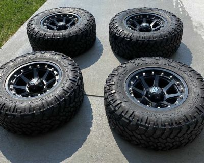 (4) 33 Nitto Trail TGrapplers(mud Swampers) W/XD Rims