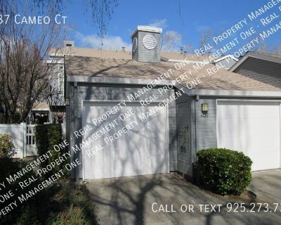 Beautiful 3 Bed/2.5 Bath Townhome Ready for Move-in 9/4/21
