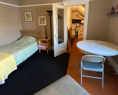 Private room with shared bathroom - Los Angeles , CA 90027