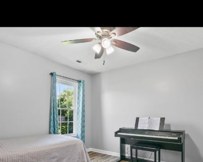 Private room with own bathroom - Louisville , KY 40229