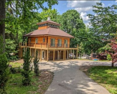 Skyuka Chalet - Base of Lookout Mountain, Poolside, City close, wooded retreat - Lookout Valley Neighborhood Association