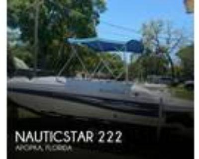 22 foot NauticStar 222