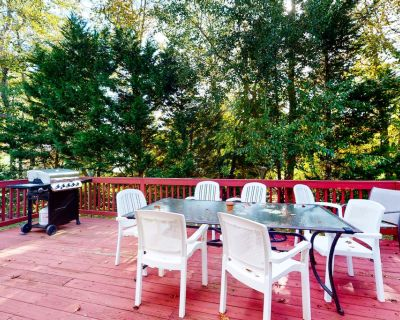 Candlelight Acres house w/ gas grill, outside shower & WIFI - Bethany Beach