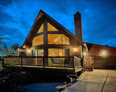 Stunning Log A-Frame Cabin Chalet. 360 views. Hot tub! - Pine