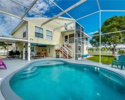 Manatee House Tropical Retreat 4br+Den 3.5ba w/ Heated Pool and Gulf Access - Manatee Bay