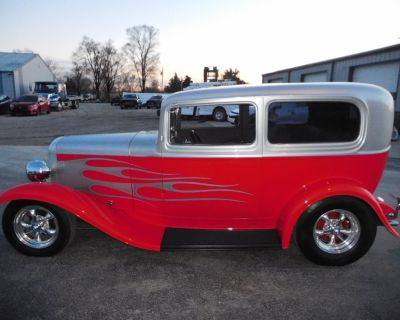 1932 FORD 2 DOOR SEDAN!!! SHOW QUALITY!!!