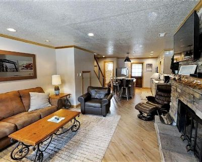 CJ Townhouse 3 - On the River - In Town - Across from the Fishing Ponds - Wood B - Red River