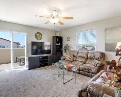 3Bed/3Bath Sleeps 6-8, RV Parking Available! - Paradise Hills Civic