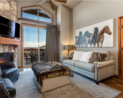 Westgate Resort! Jetted Tub- Private Balcony- Walk to Slopes- HotTub-Pool-Gym - Park City