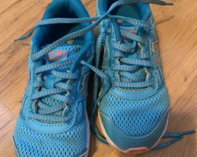 New balance girls sneakers size 2
