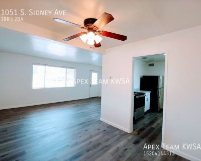 $1,600- 3 Bed / 2 Bath Home Available on August 13th !