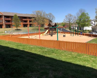 Playground steps from patio! Championship golf! - Table Rock