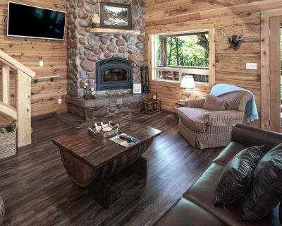 Located just yards from the Ruidoso River, Clearwater Cabin was built of logs fe - Ruidoso