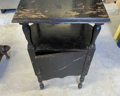 Vintage table - needs to be refinished