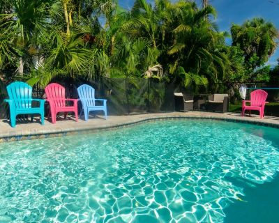 Amazing Pool/Tiki Bar/ Duplex 1/2 Block From The Beach, Near Times Square, Pier - Fort Myers Beach