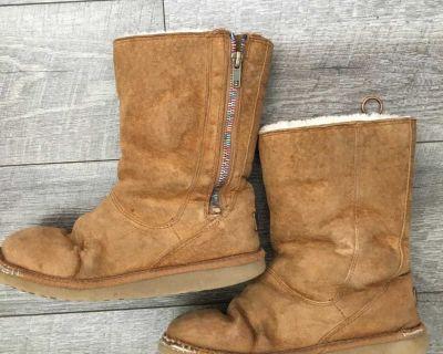 UGGS winter boots sz 2