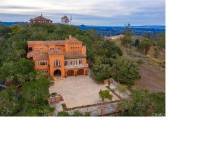 Villa Chula : An Elegant Mountaintop Estate - San Luis Obispo County