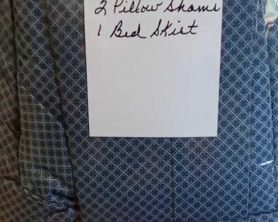 Queen comforter 2 pillow shams 1 bed skirt