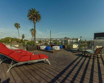 Luxury in Venice with Rooftop Deck, Custom Mosaics - Venice