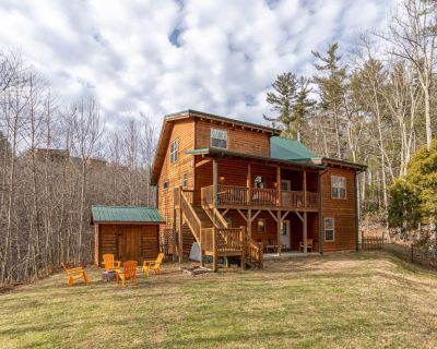Valle Meadows Retreat 4bd/3ba Fireplace, game tables, fire pit, fenced in pet-friendly yard. - Sugar Grove