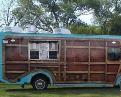 2003 Freightliner MT45 27' Diesel Food Truck Mini Donut + Mobile Kitchen
