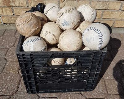 Softballs balls